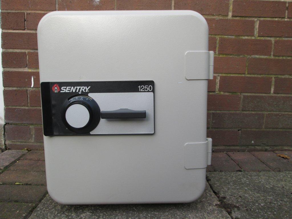 Sentry 1250 Safe