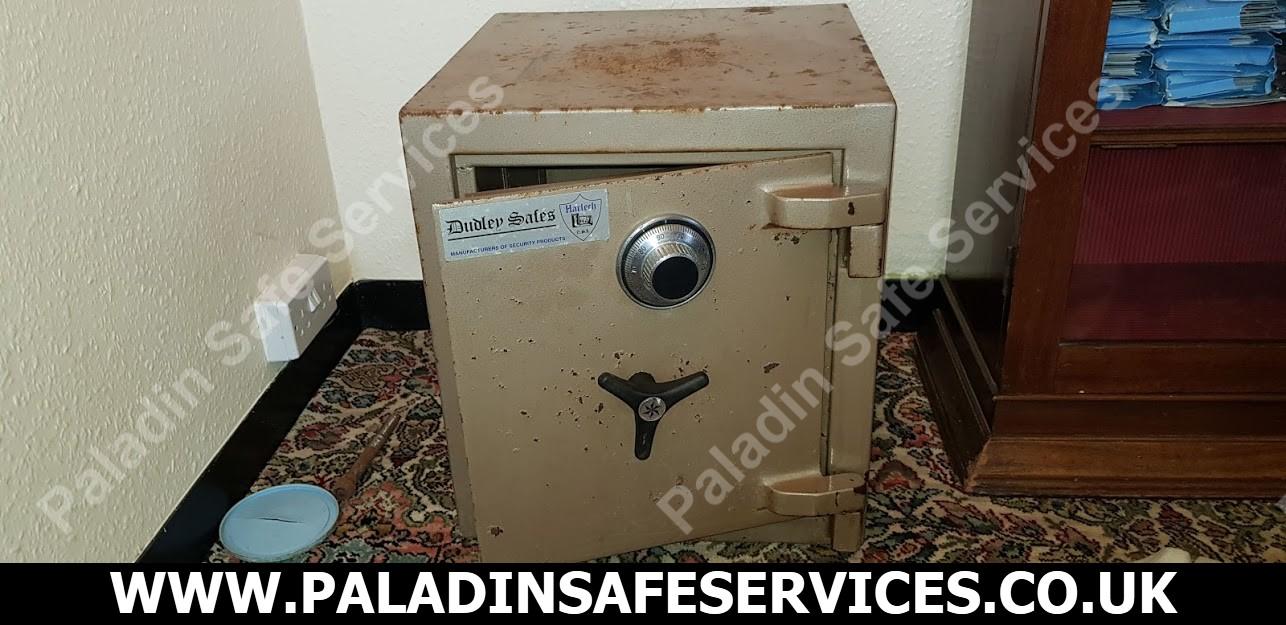 Dudley Harlech Safe Cracker